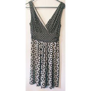 Ann Taylor black and white pattern v-neck dress